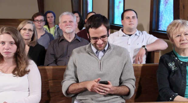 """Using your smart phone during a church service should be on your """"to-don't"""" list."""